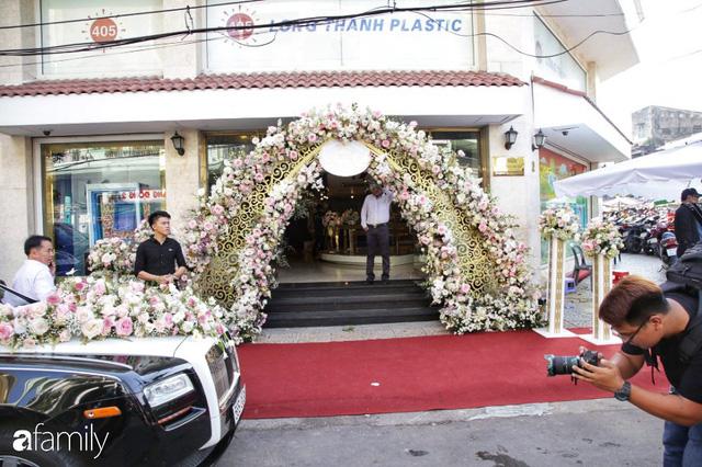 Toàn cảnh đám cưới xa hoa của con gái đại gia Minh Nhựa  - Ảnh 9