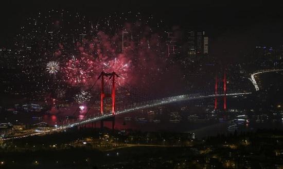 Chiêm ngưỡng những màn pháo hoa rực rỡ chào đón năm mới 2020 trên khắp thế giới - Ảnh 3