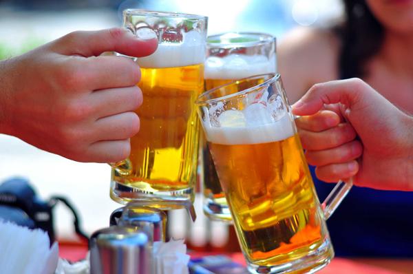 Cứ rượu bia vào là đi ngoài, làm thế nào để cải thiện tình trạng này? - Ảnh 1