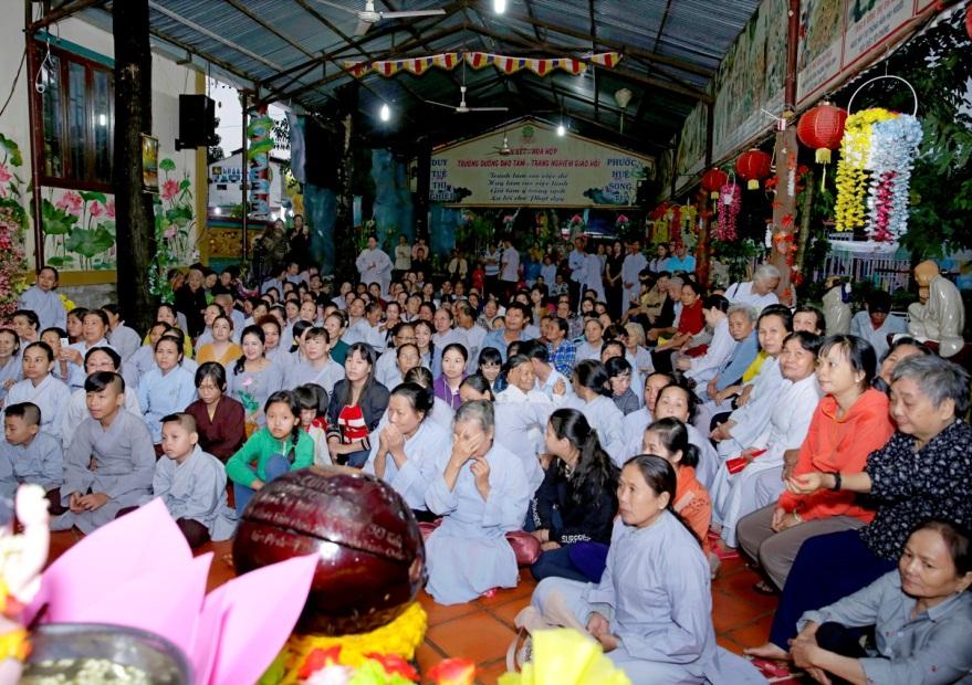 Mừng đại lễ Phật Đản: Đêm nhạc thiện nguyện tại chùa Huyền Trang - Ảnh 4
