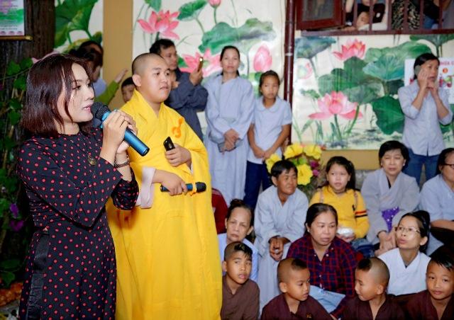 Mừng đại lễ Phật Đản: Đêm nhạc thiện nguyện tại chùa Huyền Trang - Ảnh 5