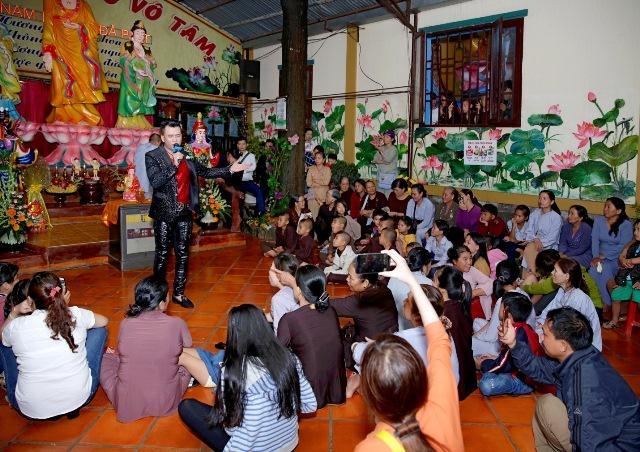 Mừng đại lễ Phật Đản: Đêm nhạc thiện nguyện tại chùa Huyền Trang - Ảnh 6