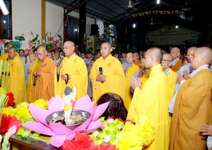 Mừng đại lễ Phật Đản: Đêm nhạc thiện nguyện tại chùa Huyền Trang - Ảnh 9