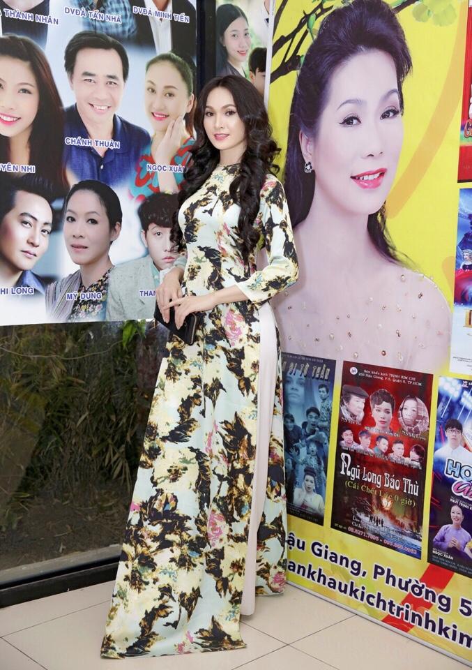 Giám đốc công ty truyền thông Lê Phạm đến chia vui cùng nghệ sĩ Trịnh Kim Chi - Ảnh 4