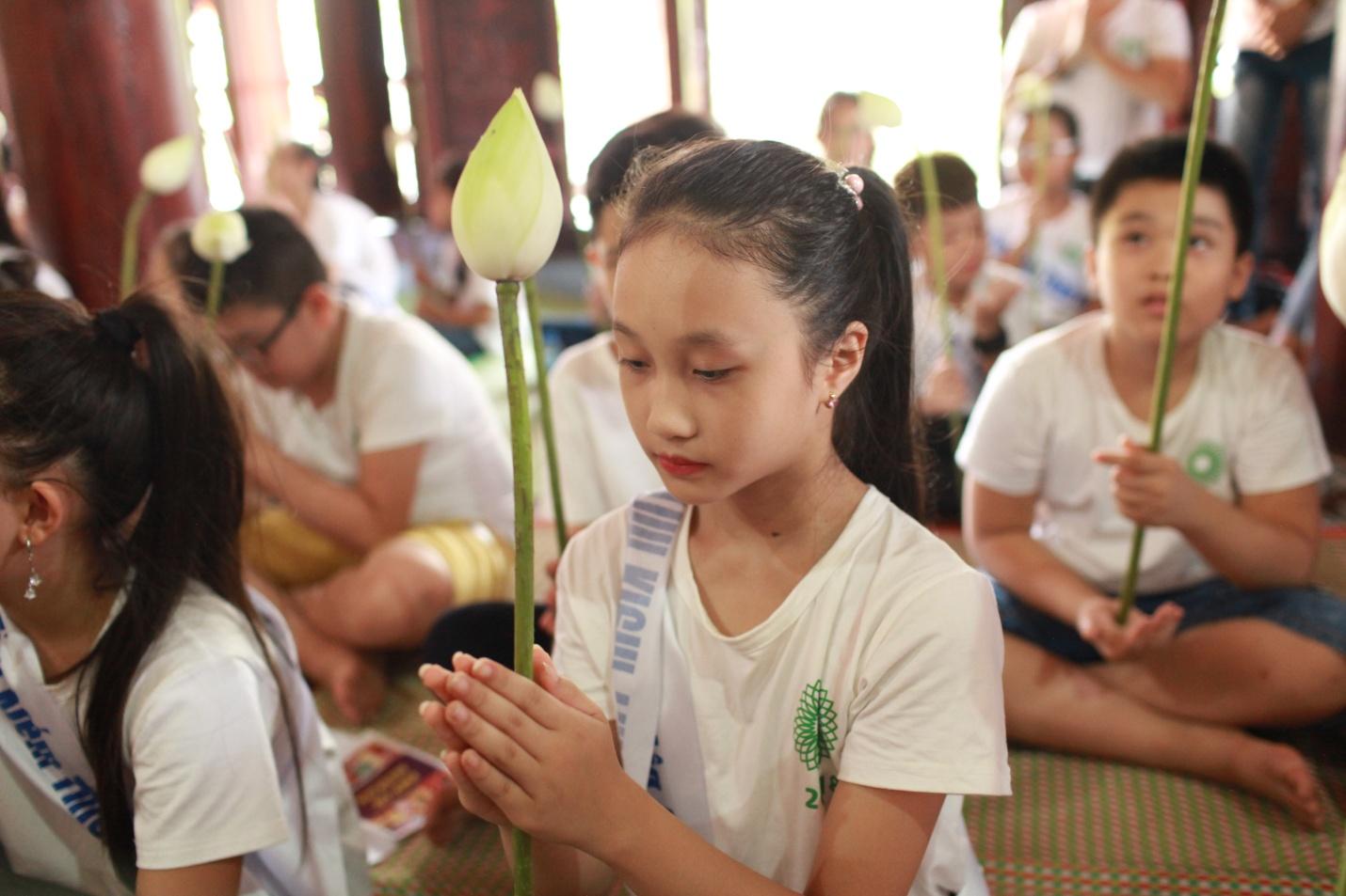 Các thí sinh Cuộc thi Tìm Kiếm Thiên Tài Nhí 2018 nghe giảng về đạo Phật tại chùa Tăng Phúc Tự - Ảnh 7