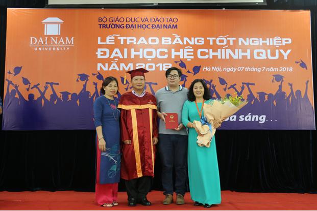 Lễ bế giảng và trao bằng tốt nghiệp cho sinh viên Đại Học Đại Nam khóa 7,8 hệ chính quy đại học - Ảnh 6
