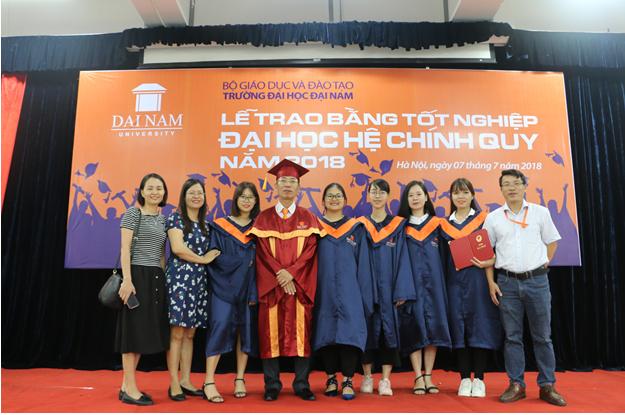 Lễ bế giảng và trao bằng tốt nghiệp cho sinh viên Đại Học Đại Nam khóa 7,8 hệ chính quy đại học - Ảnh 8