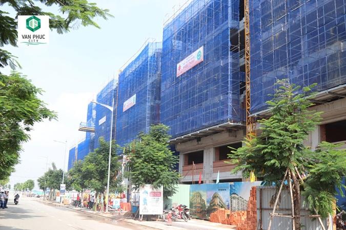 TP.HCM: Cất nóc gần 200 căn nhà phố thương mại tại Khu đô thị Vạn Phúc - Ảnh 2