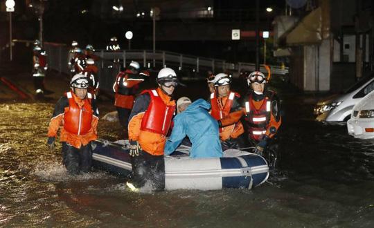 Siêu bão Lan tàn phá Nhật Bản, ít nhất 97 người thương vong - Ảnh 3