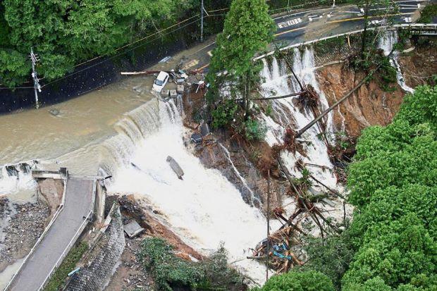 Siêu bão Lan tàn phá Nhật Bản, ít nhất 97 người thương vong - Ảnh 1