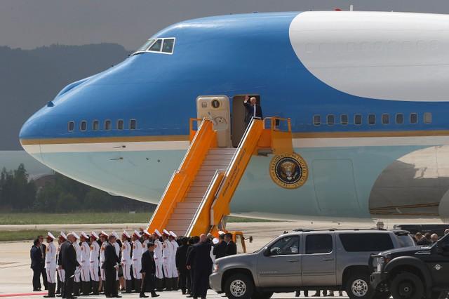 Những hình ảnh đầu tiên của Tổng thống Mỹ tại Đà Nẵng trên báo chí quốc tế - Ảnh 1