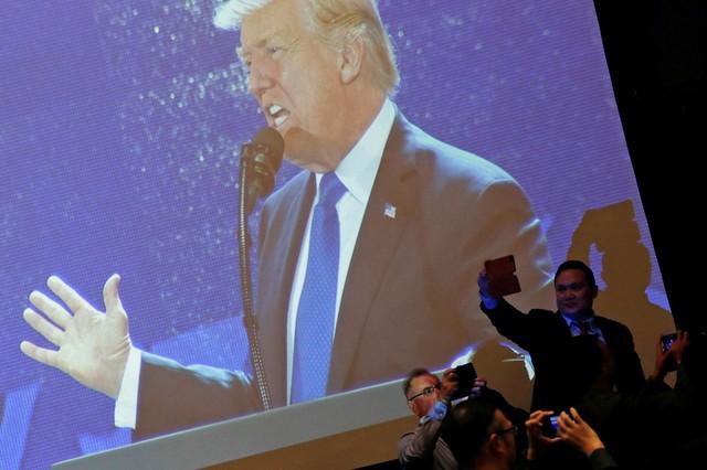 Những hình ảnh đầu tiên của Tổng thống Mỹ tại Đà Nẵng trên báo chí quốc tế - Ảnh 8