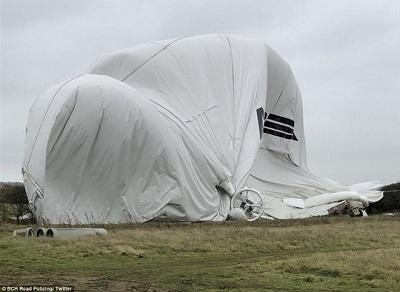 Máy bay lớn nhất thế giới rơi tại Anh - Ảnh 2