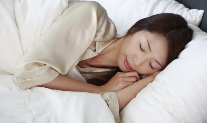 Duy trì những thói quen này, bạn sẽ ngủ ngon và tăng thêm tuổi thọ - Ảnh 1