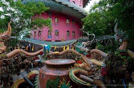 Thái Lan: Ngôi đền có rồng khổng lồ quấn quanh - Ảnh 3