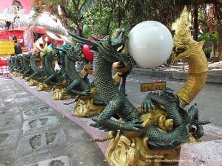 Thái Lan: Ngôi đền có rồng khổng lồ quấn quanh - Ảnh 4