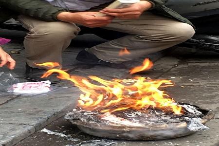 Chùm ảnh: Lửa đốt vàng mã bập bùng trong ngày Rằm tháng Giêng tại Hà Nội - Ảnh 3