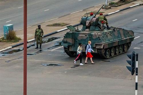 Hành trình 37 năm từ đỉnh cao đến vực sâu của cựu Tổng thống Zimbabwe - Ảnh 13