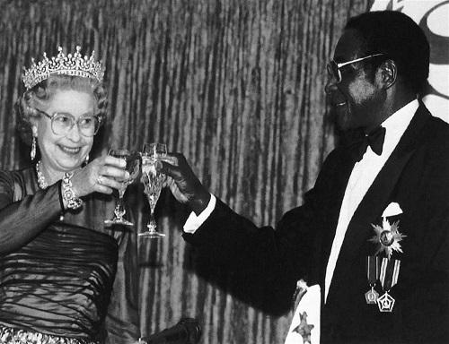 Hành trình 37 năm từ đỉnh cao đến vực sâu của cựu Tổng thống Zimbabwe - Ảnh 9