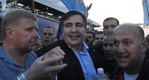 Cựu Tổng thống Gruzia định nhảy lầu, đòi làm cách mạng ở Ukraine  - Ảnh 1