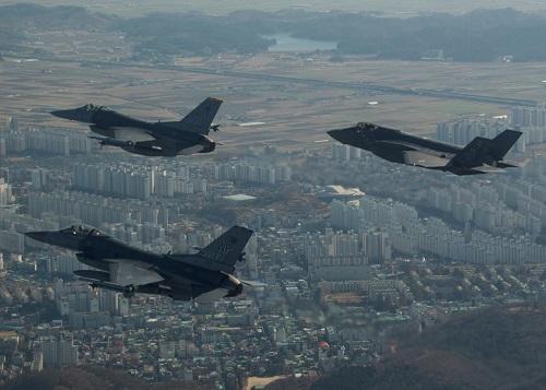 Triều Tiên tố Mỹ làm gia tăng nguy cơ chiến tranh, Trung Quốc kêu gọi bình tĩnh - Ảnh 1
