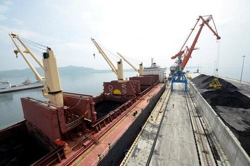 Bất chấp trừng phạt, Triều Tiên xuất khẩu than sang Hàn Quốc và Nhật Bản qua Nga  - Ảnh 2