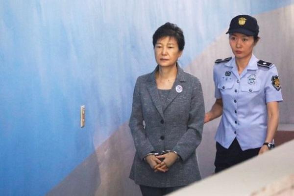 Cựu Tổng thống Park Geun-hye bị đề nghị mức án 30 năm tù - Ảnh 1