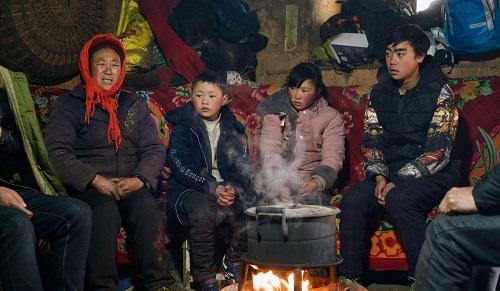 Cậu bé 'tóc đóng băng' ở Trung Quốc bị buộc thôi học ở trường mới sau 1 tuần - Ảnh 3
