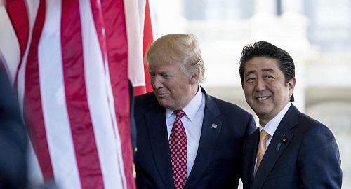 Thủ tướng Nhật Bản kêu gọi ông Trump lên án các vụ bắt cóc của Triều Tiên - Ảnh 1