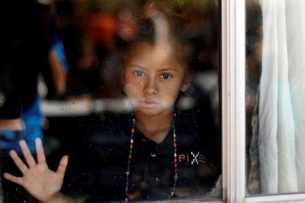 Hàng trăm người tị nạn kéo đến biên giới Mỹ - Mexico bất chấp tuyên bố của Tổng thống Trump - Ảnh 1