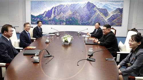 Em gái ông Kim Jong-un: Người phụ nữ duy nhất trên bàn đàm phán  - Ảnh 2