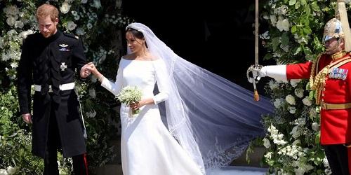 Cận cảnh chiếc váy cưới lộng lẫy của Công nương Anh Meghan - Ảnh 3