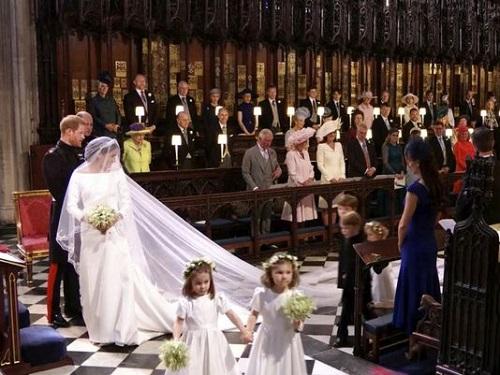 Cận cảnh chiếc váy cưới lộng lẫy của Công nương Anh Meghan - Ảnh 4