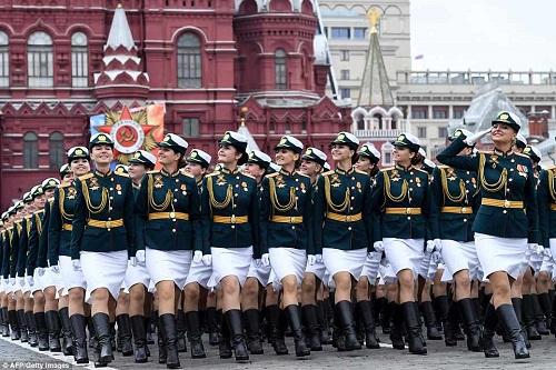 Quân đội Nga diễn tập rầm rộ, phô diễn sức mạnh chuẩn bị mừng Ngày Chiến thắng - Ảnh 1