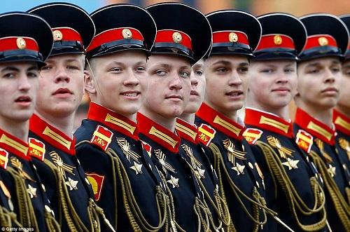 Quân đội Nga diễn tập rầm rộ, phô diễn sức mạnh chuẩn bị mừng Ngày Chiến thắng - Ảnh 2