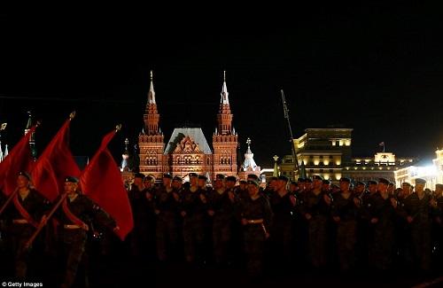 Quân đội Nga diễn tập rầm rộ, phô diễn sức mạnh chuẩn bị mừng Ngày Chiến thắng - Ảnh 11