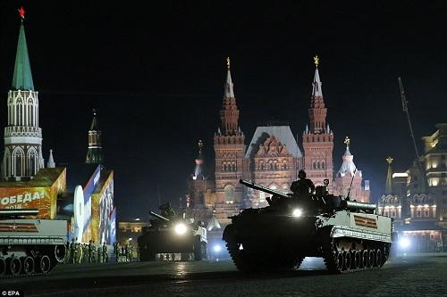 Quân đội Nga diễn tập rầm rộ, phô diễn sức mạnh chuẩn bị mừng Ngày Chiến thắng - Ảnh 12