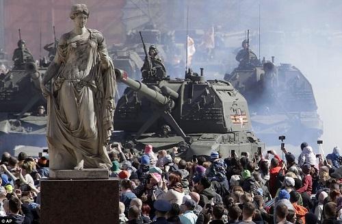 Quân đội Nga diễn tập rầm rộ, phô diễn sức mạnh chuẩn bị mừng Ngày Chiến thắng - Ảnh 3