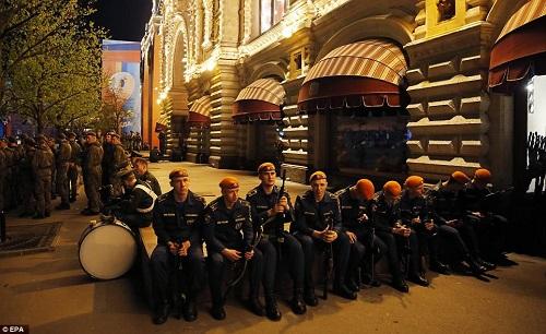 Quân đội Nga diễn tập rầm rộ, phô diễn sức mạnh chuẩn bị mừng Ngày Chiến thắng - Ảnh 7