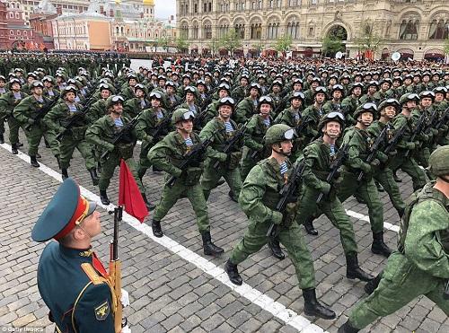 Quân đội Nga diễn tập rầm rộ, phô diễn sức mạnh chuẩn bị mừng Ngày Chiến thắng - Ảnh 9