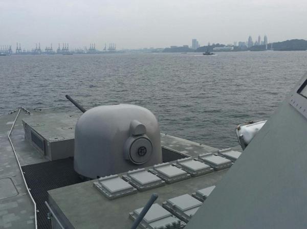 Tàu chiến của lực lượng Hải quân Singapore tuần tra quanh đảo Sentosa trong bữa trưa của lãnh đạo Mỹ, Triều - Ảnh 1