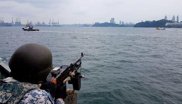 Tàu chiến của lực lượng Hải quân Singapore tuần tra quanh đảo Sentosa trong bữa trưa của lãnh đạo Mỹ, Triều - Ảnh 2