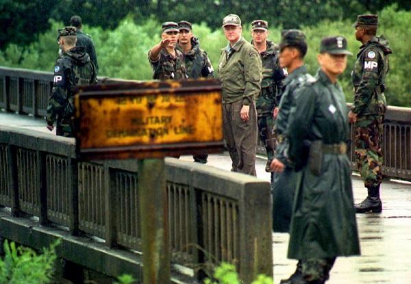 Nhìn lại gần 7 thập kỷ quan hệ ngoại giao Mỹ - Triều Tiên qua ảnh - Ảnh 14