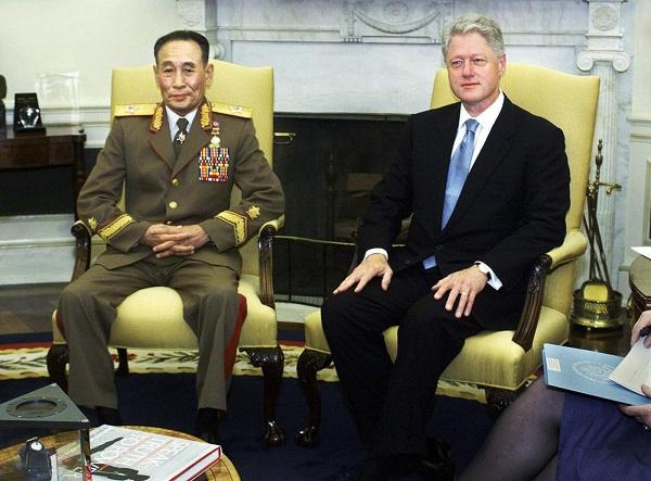 Nhìn lại gần 7 thập kỷ quan hệ ngoại giao Mỹ - Triều Tiên qua ảnh - Ảnh 16