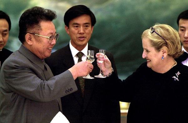 Nhìn lại gần 7 thập kỷ quan hệ ngoại giao Mỹ - Triều Tiên qua ảnh - Ảnh 17