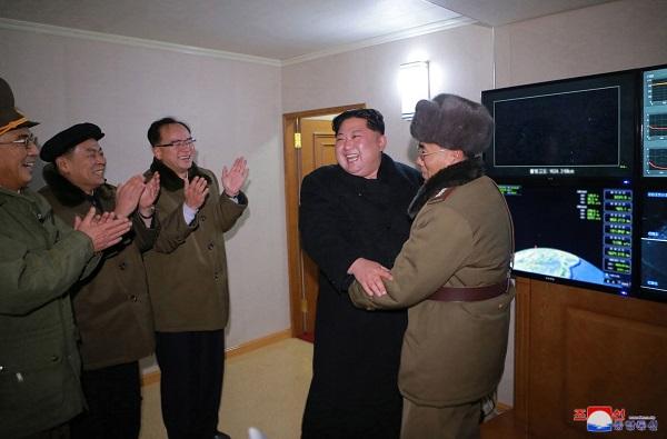 Nhìn lại gần 7 thập kỷ quan hệ ngoại giao Mỹ - Triều Tiên qua ảnh - Ảnh 25
