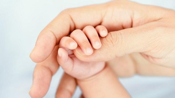 Cư dân Ấn Độ tìm thấy trẻ sơ sinh còn sống trong nấm mộ cô con gái mới sinh của mình - Ảnh 1
