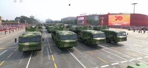 Cận cảnh dàn vũ khí tối tân trong lễ duyệt binh kỷ niệm 70 năm Quốc khánh Trung Quốc - Ảnh 16