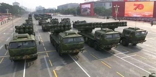 Cận cảnh dàn vũ khí tối tân trong lễ duyệt binh kỷ niệm 70 năm Quốc khánh Trung Quốc - Ảnh 3