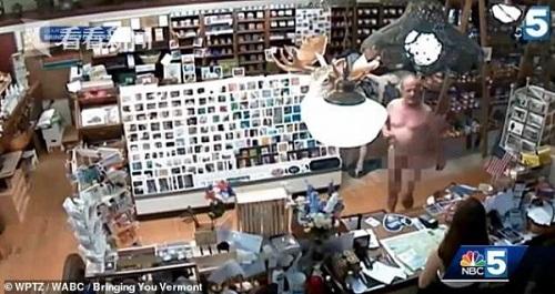 Người đàn ông khỏa thân mua cà phê trong tiệm tạp hóa, hoàn toàn hợp pháp? - Ảnh 2